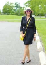 Черное платье-рубашка с яркими аксессуарами