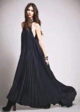 Длинное платье-плиссе с американской проймой
