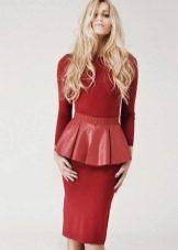 Платье с удлиненной баской