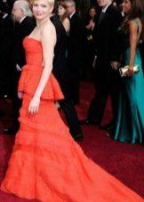 Красное платье-бюстье с баской и шлейфом
