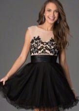 Платье с кружевом на корсете