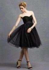 Черное расклешенное вечернее платье с корсетом