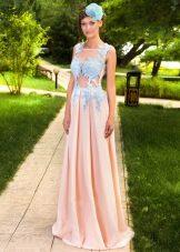 Длинное платье с кружевом на корсете