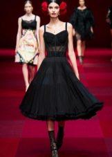 Модное черное платье с корсетом