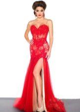 Красивое красное платье с корсетом