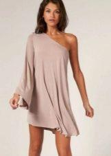 Платье А-подобного силуэта с одним рукавом