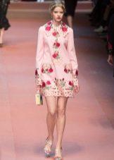Розовое платье с розами Дольче Габбана