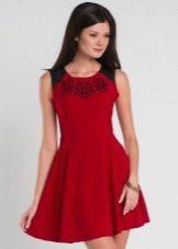 Красное короткое платье с юбкой полусолнце