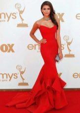Красное платье фасона Русалка со шлейфом