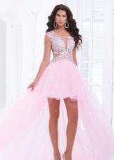 Розовое платье со стразами и шлейфом