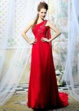 Красное платье со шлейфом и бретелью на одно плечо