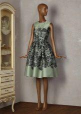 Платье Татьянка из зеленого сатина с нашивным кружевом