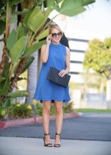 Вечернее синее платье трапеция с клатчем