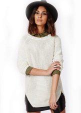 Вязаное белое платье-туника