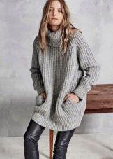 Вязаное серое платье-туника