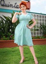 Голубое платьесредней длины в белый горошек