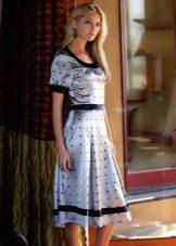 Серое платье в редкий мелкий горошек