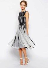 Черно-белое платье в горошек