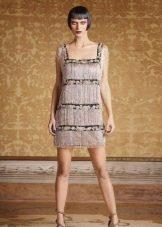 Короткое платье с квадратным вырезом в стиле чикаго