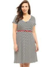 """Платье с пояском для женщин с фигурой типа """"Яблоко"""""""