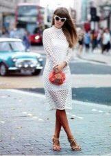 Белое платье сетка с длинным рукавом