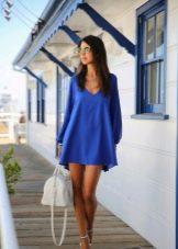 Синее короткое платье с длинным рукавом баллоном
