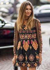 Короткое платье с длинным рукавом с этническим принтом
