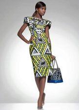 Платье-футляр с абстрактным рисунком