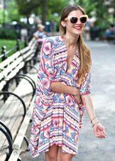 Туникоподобное платье с абстрактным рисунком