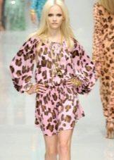 Платье с рисунком под леопарда