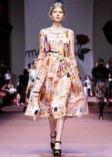 Платье средней длины с детскими рисунками от Dolce&Gabbana