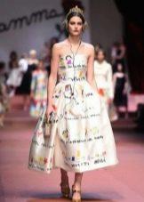 Платье средней длины с рисунками напоминающие детские Dolce&Gabbana