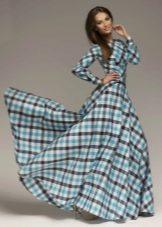 Длинное платье в светлую клетку