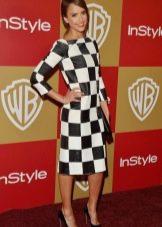 Бело-черное платье в клетку - шахматный принт