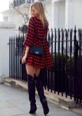 Короткое пышное платье в шотландскую клетку