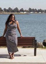 Длинное платье в тонкую горизонтальную полоску для полных