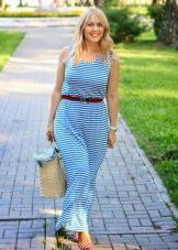Длинное платье в бело-голубую полоску