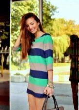 Короткое платье в широкую цветную полоску