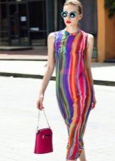 Платье с цветной вертикальной полоской