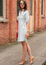 Платье с сине белой вертикальной полоской