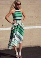 Платье средней длины в зеленую, черную, белую полоску