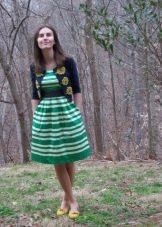 Платье А-образного силуэта  в полоску на поясе