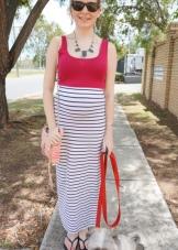 Длинное платье с розовым топом и юбкой в полоску
