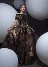 Коричневое платье барокко