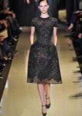 Кружевное черное платье в стиле нью лук