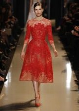Красное кружевное платье в стиле нью лук