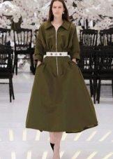 Однотонное платье в стиле нью лук цвета хаки