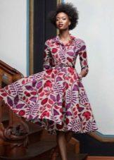 Платье в стиле нью лук с ярким принтом