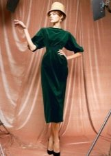 Однотонное платье в стиле нью лук с зауженной юбкой