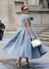 Плиссированное платье длины миди с крупным плиссе